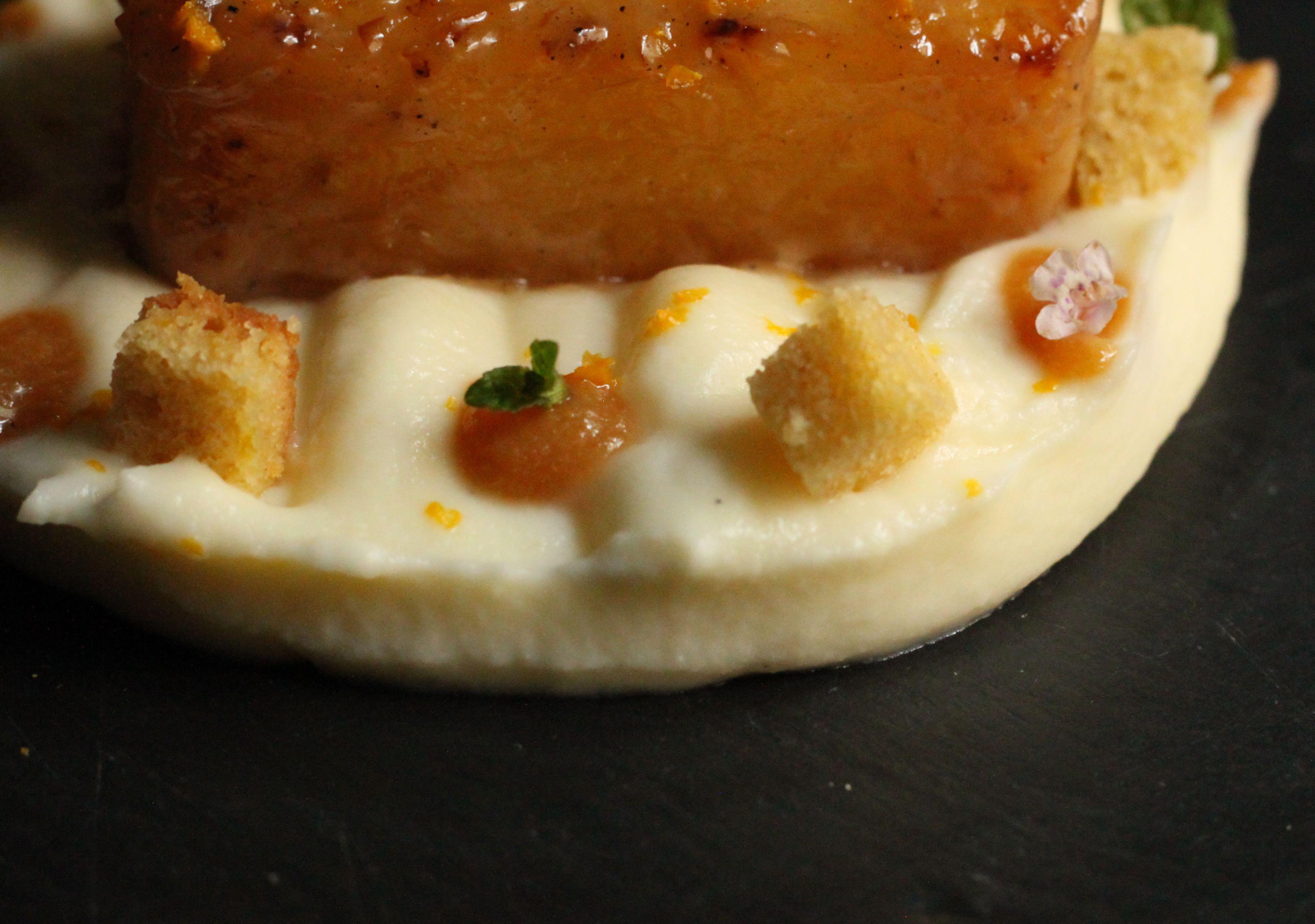Piña asada con crema de Queso de Hinojosa